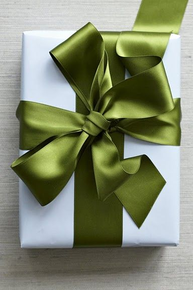 10 EASY Holiday Gift Wrap Ideas