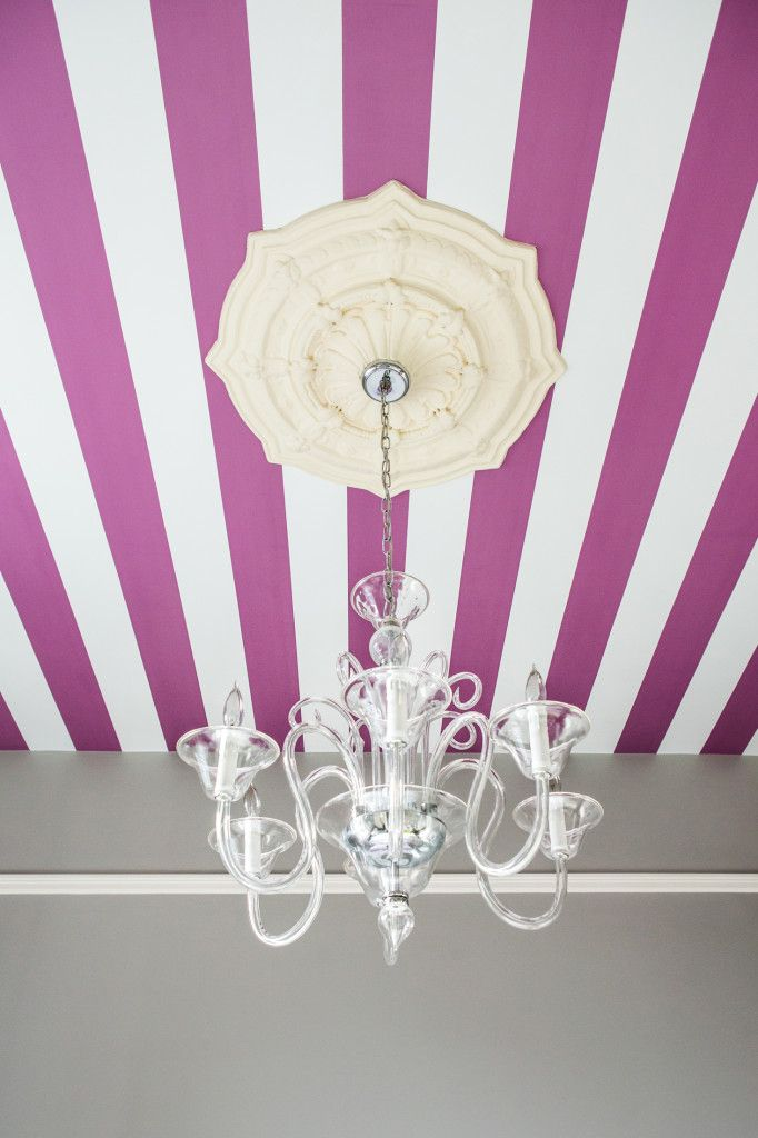 How amazing is this striped wallpaper from Serena & Lily? #wallpaper #stripes #ceilingstripes