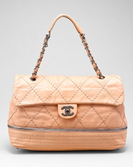 http://www.gossipchanel.com/wp-content/uploads/2012/07/Chanel-Quilted-Expandable-Peach-Flap-Bag.jpg