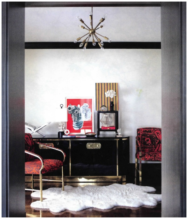 Cabinet LOVE. Sexy to the MAX. I like to do a song dedication to this black lacquered cabinet with the sexy brass: Addicted to Love by Robert Palmer. OH YEAH!