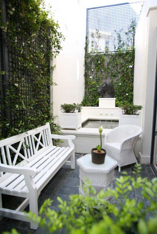 Outdoor Living. Designer: John Jacob Interiors.
