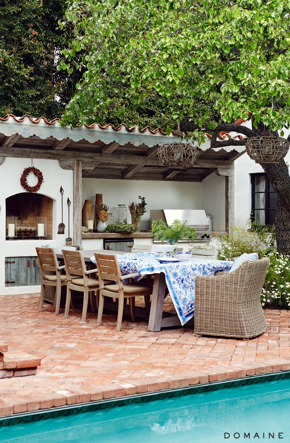 Outdoor Poolside Dining Table and Chairs