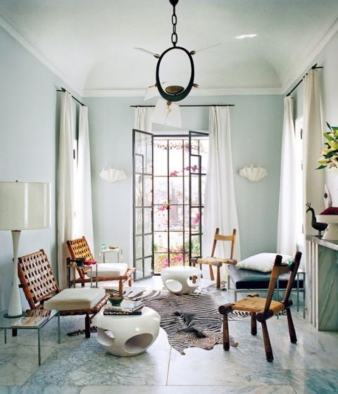 Bruno-Frisoni-Vogue-Moroccan-home-living-room-marble-zebra-rug-Van-der-Staeten-tables
