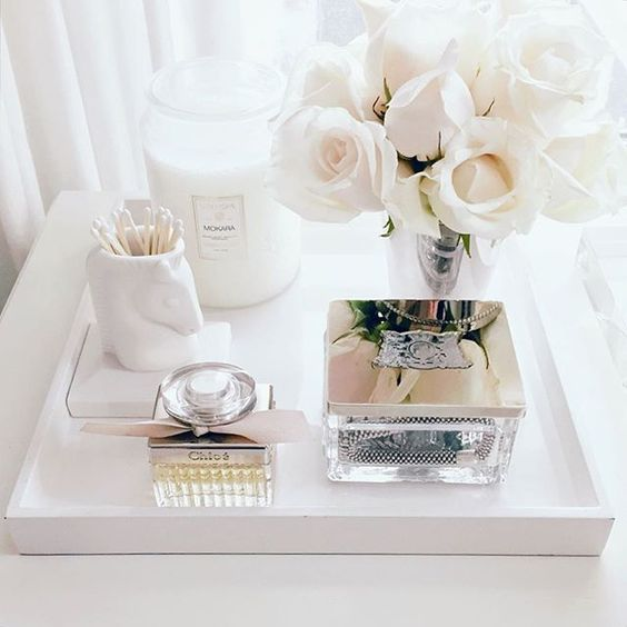 white roses // Dressing Table Decorating Ideas // Vanity Table // Makeup Organization // Beauty Organization // Jewelry Organization: