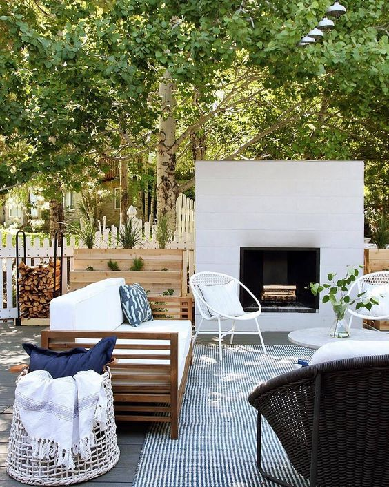House Beautiful (@housebeautiful) в Instagram: «Why, hello deck goals. (Regram: @chrislovesjulia) #outdoorliving»